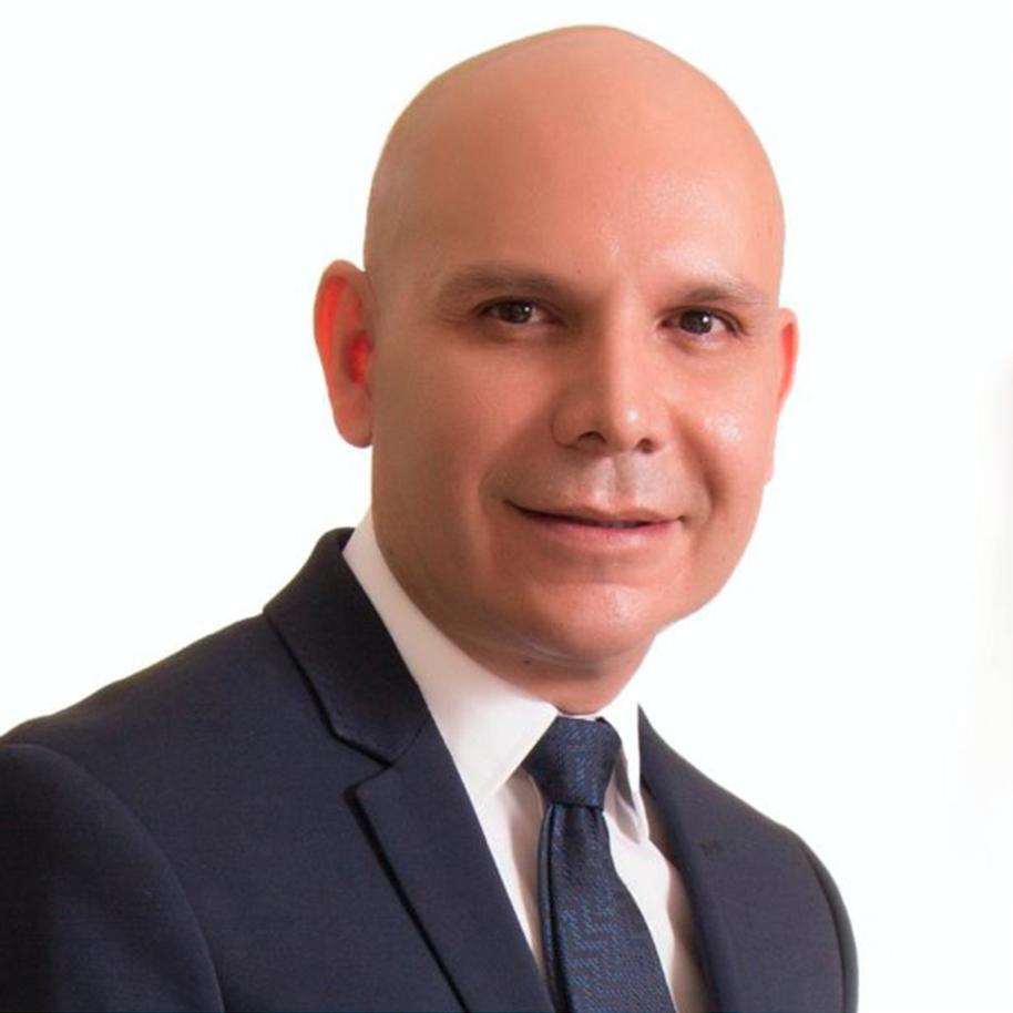 Dr. Eduardo Camacho